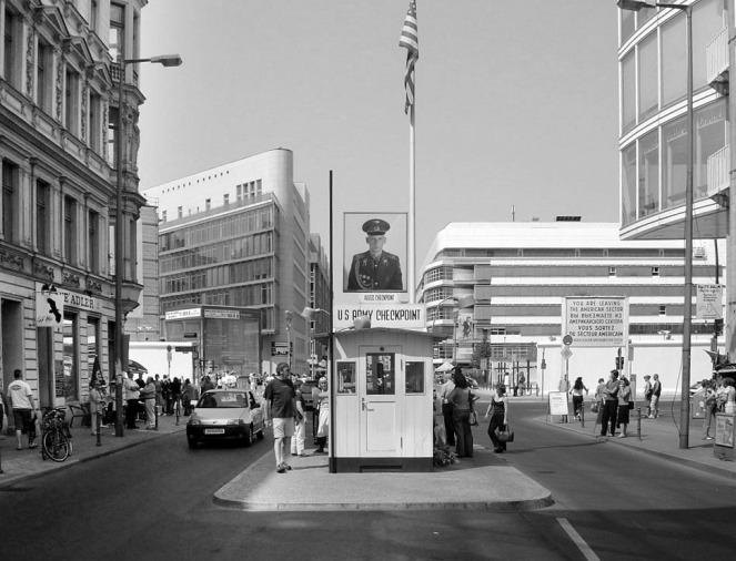 Checkpoint_Charlie_Berlin.jpg